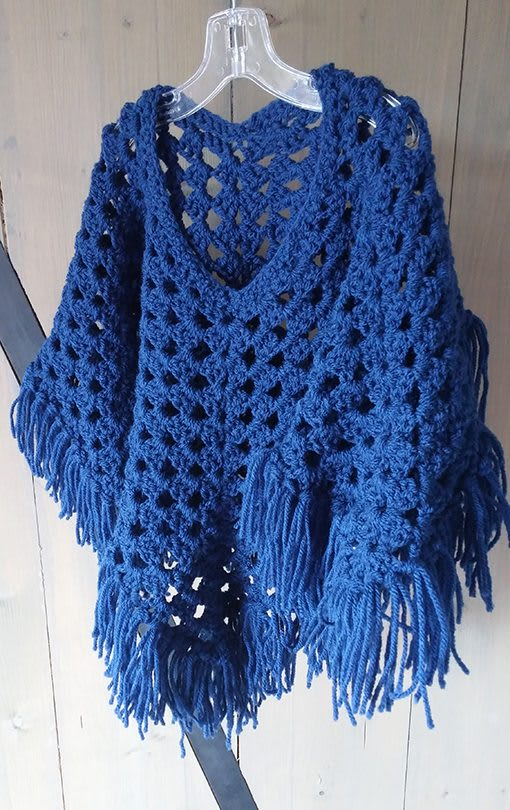 poncho-blauw-vierkant-liznoah-02
