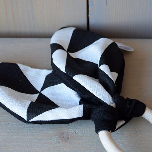 bijtring-zwart-wit-driehoek-groot-liznoah-06