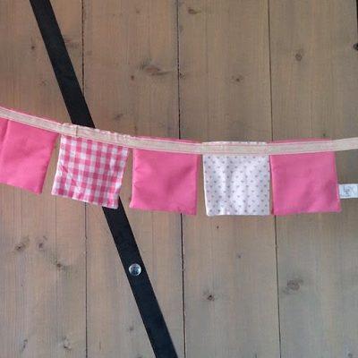 vlaggetjes-slinger-roze-liznoah-01