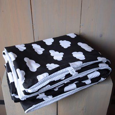 deken-zwart-wit-monochroom-wolkjes-wafelstof-katoen-www.liznoah.nl-04