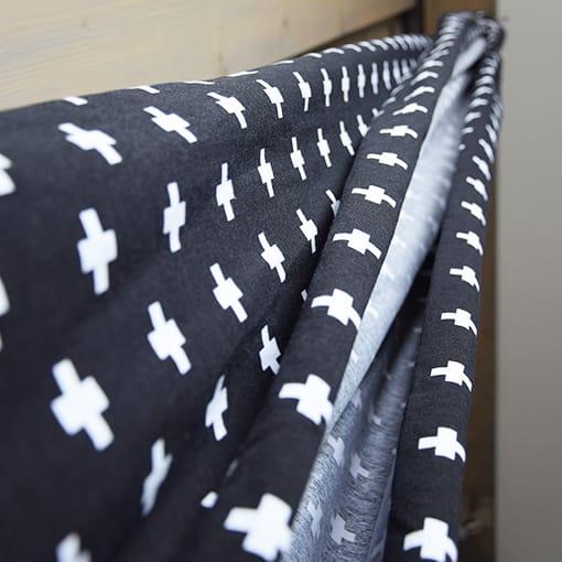 draagdoek-kruisjes-zwart-wit-www.liznoah.nl-05