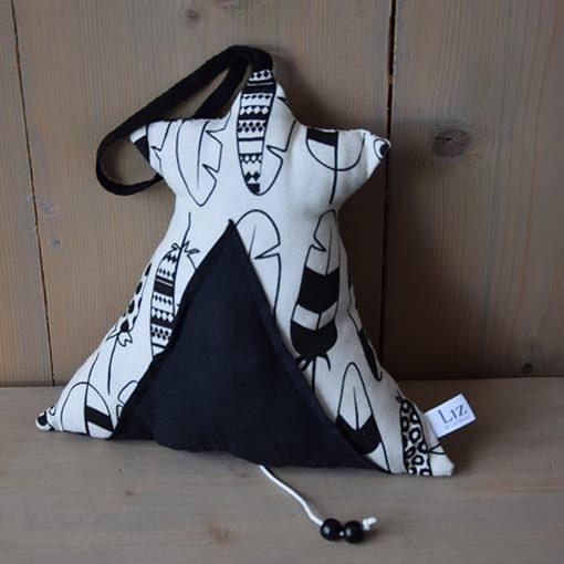 muziektipi-hangend-zwart-wit-monochroom-www.liznoah.nl-04