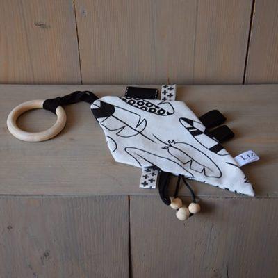 bijtring-indian-wiebervorm-monochroom-zwart-wit-liznoah-01