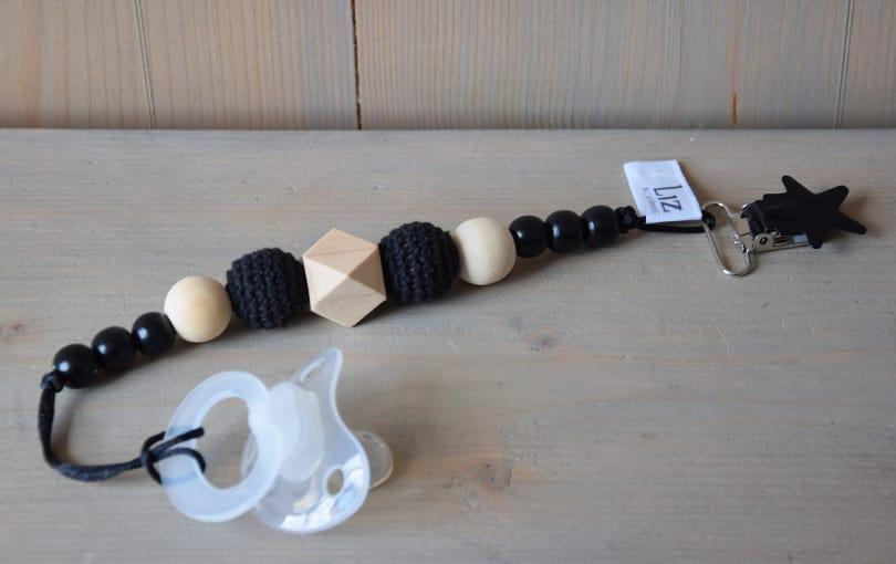 speenkoord-gehaakte-kralen-sterclip-zwart-monochroom-www.liznoah.nl-05