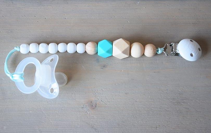 speenkoord-kralen-clip-hout-donker-mint-naturel-wit-www.liznoah.nl-03